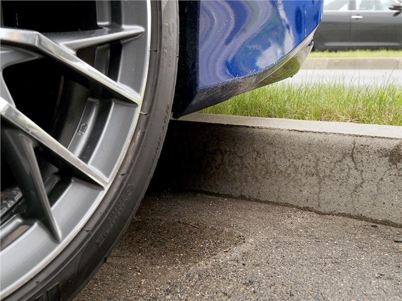 Lexus GS F 2016 просвет под бампером