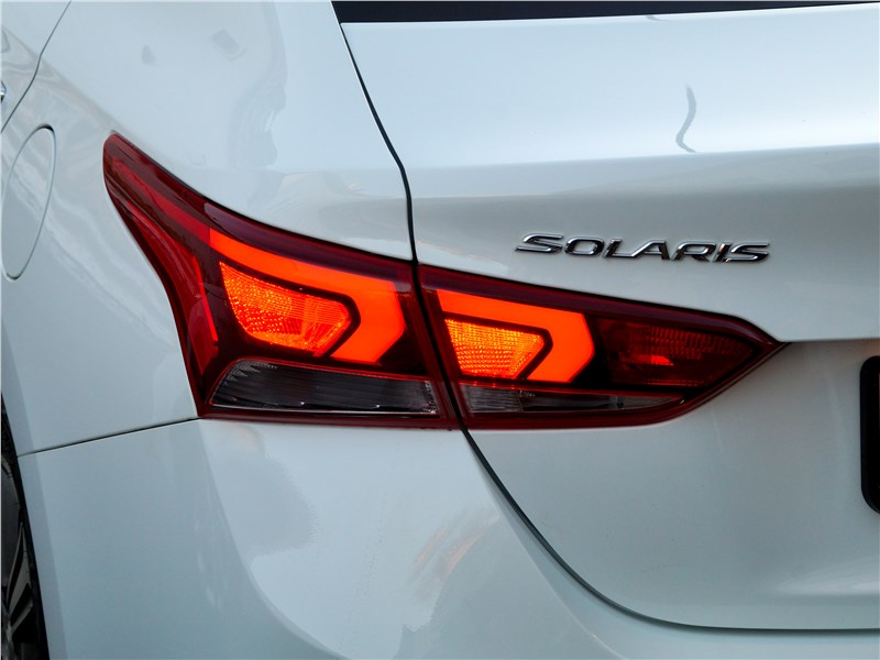 Hyundai Solaris 2017 задний фонарь