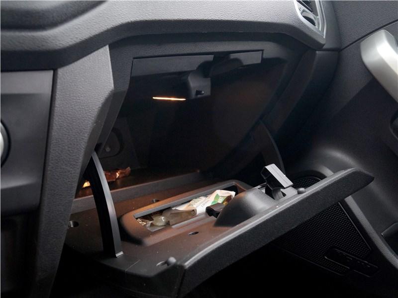 Lada XRay 2015 перчаточный ящик