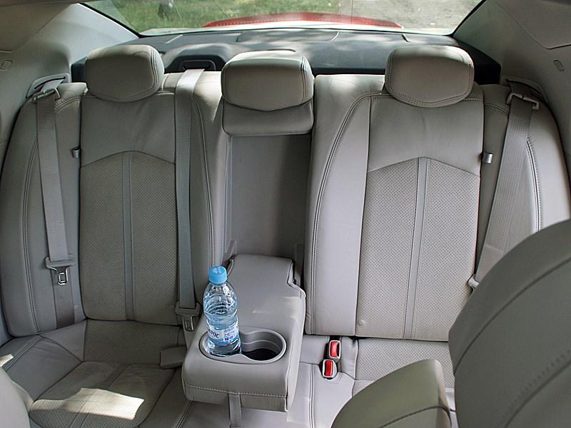 Cadillac CTS-V 2009 задний диван