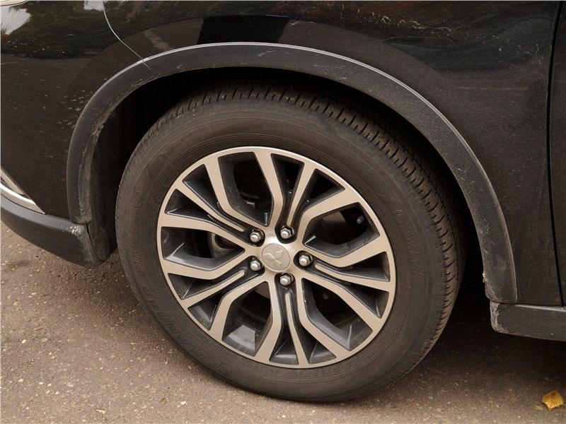 Mitsubishi Outlander 2016 колесо