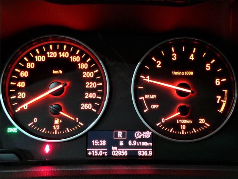 BMW 2 Series Active Tourer 2017 приборная панель