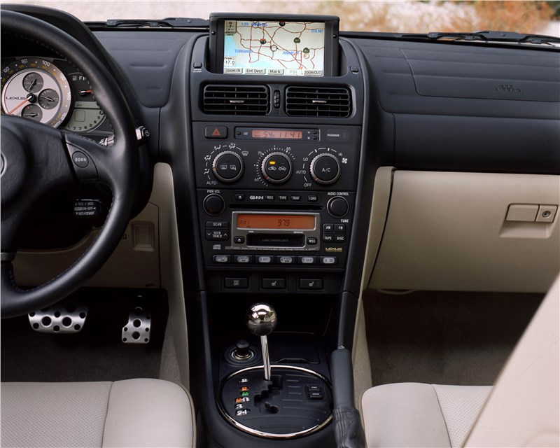 Lexus IS300 2001 в комплектации с навигационной системой