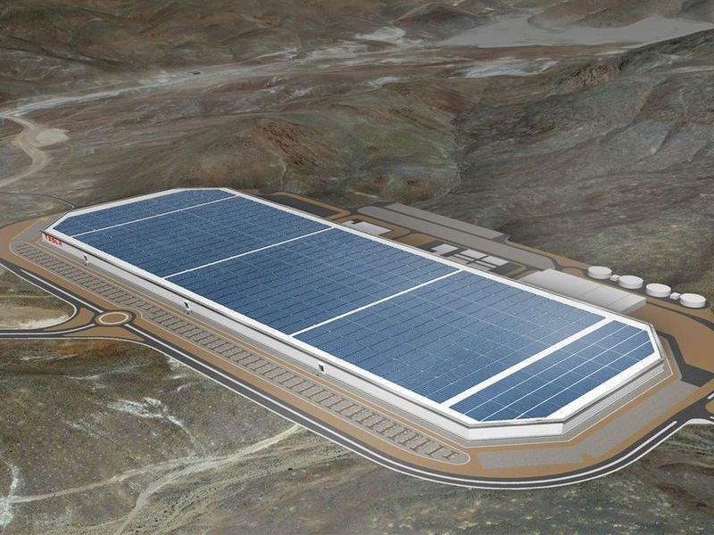 Гигантский завод Tesla Motors откроется через два месяца