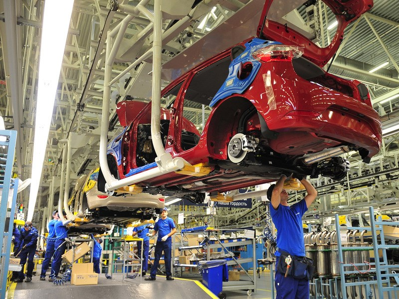 Объем производства легковых автомобилей в России сократился почти на 4 процента