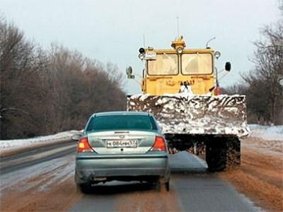 Штраф для водителей тихоходов, не пропускающих машины на дороге, одобрен депутатами Госдумы