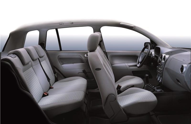 Ford Fusion 2002 салон вид в профиль