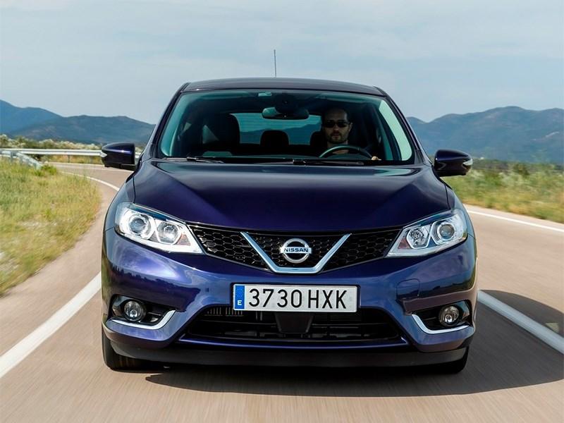 Nissan Pulsar 2015 вид спереди синий