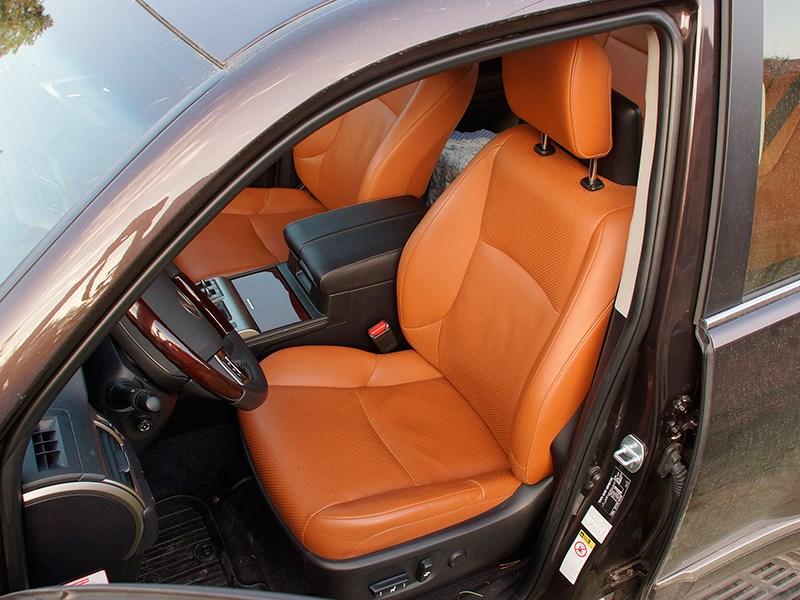 Lexus GX 460 2014 водительское кресло