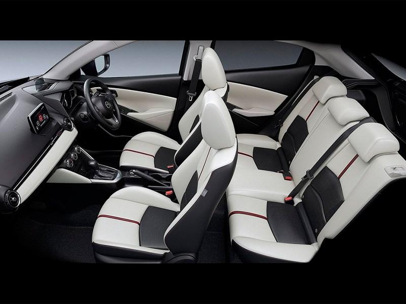 Mazda 2 2015 салон