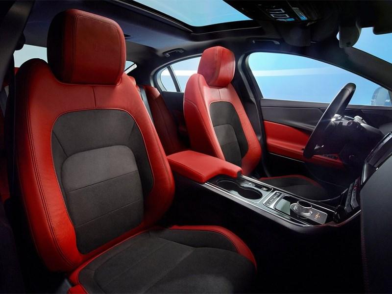 Jaguar XE 2015 передние кресла