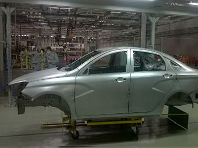 В Ижевске начали собирать пробную партию Lada Vesta