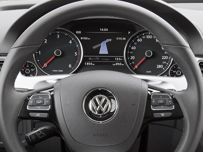 Volkswagen Touareg 2014 приборная панель