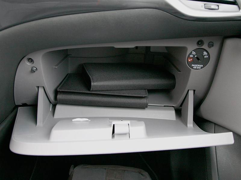 "Opel Corsa 2015 ""бардачок"""