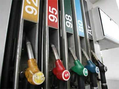 Цены на бензин в Европе упали до рекордно низких значений