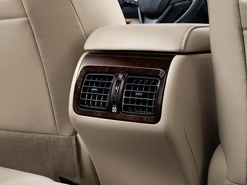 Toyota Camry 2014 обдув для задних пассажиров
