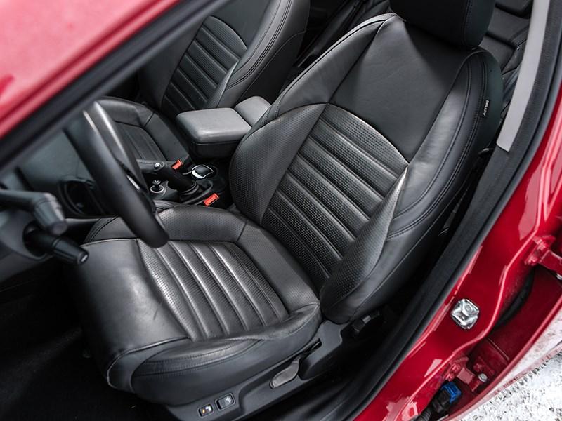 Alfa Romeo Giulietta 2014 передние кресла