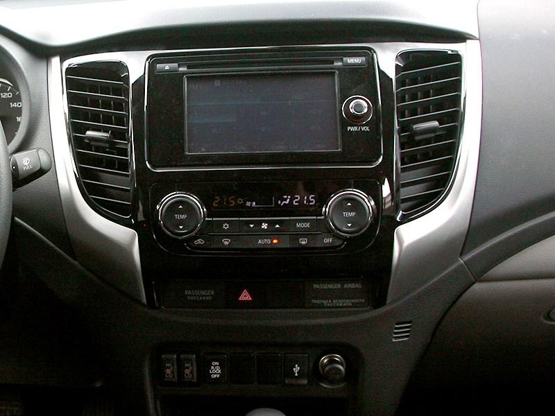 Mitsubishi L200 2015 ценральная консоль