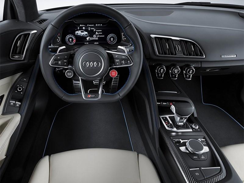 Audi R8 2016 водительское место