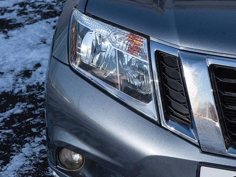 Nissan Terrano 2014 передний свет