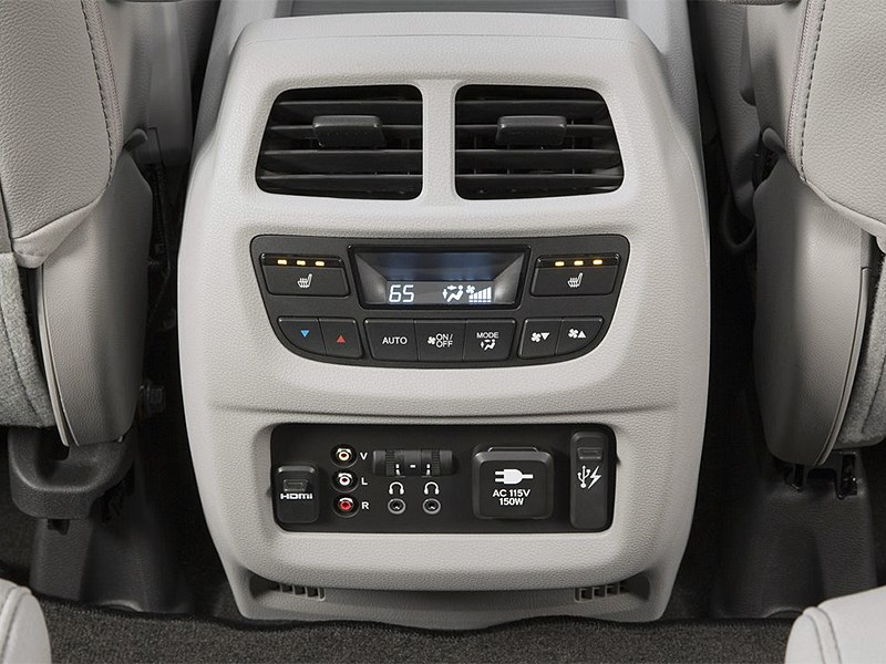 Honda Pilot 2016 климат-контроль пассажирской зоны