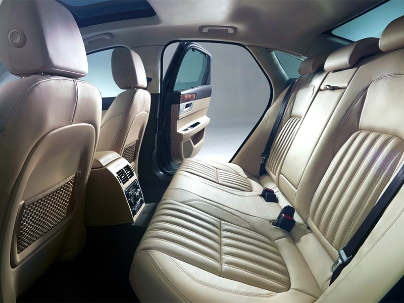Jaguar XF 2016 задний диван