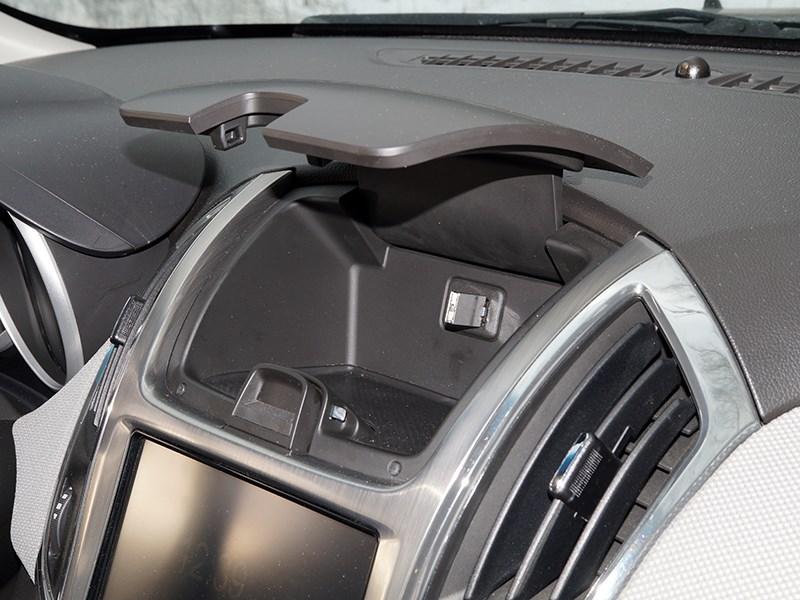 Chevrolet Cruze SW 2013 бардачок