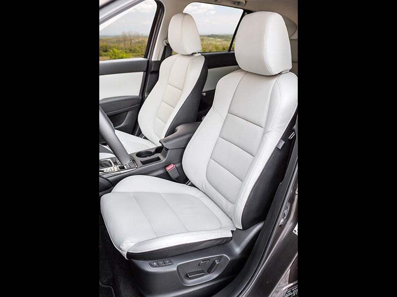 Mazda CX-5 2015 передние кресла