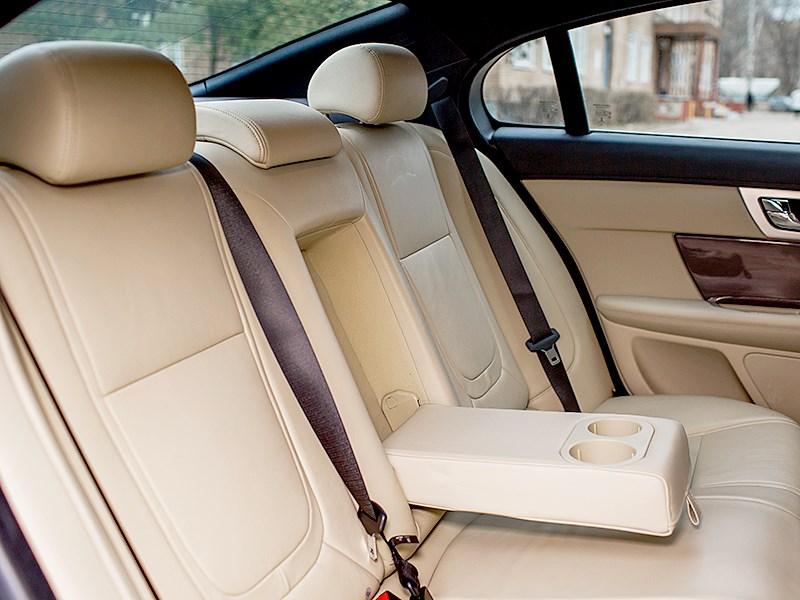 Jaguar XF 2011 задний диван