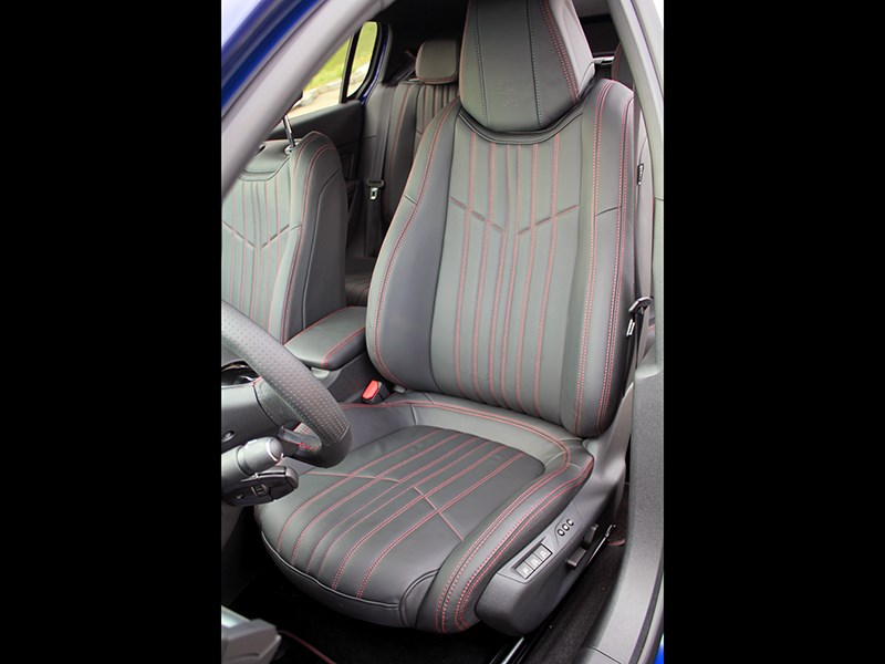 Peugeot 308 GT Line 2015 водительское кресло