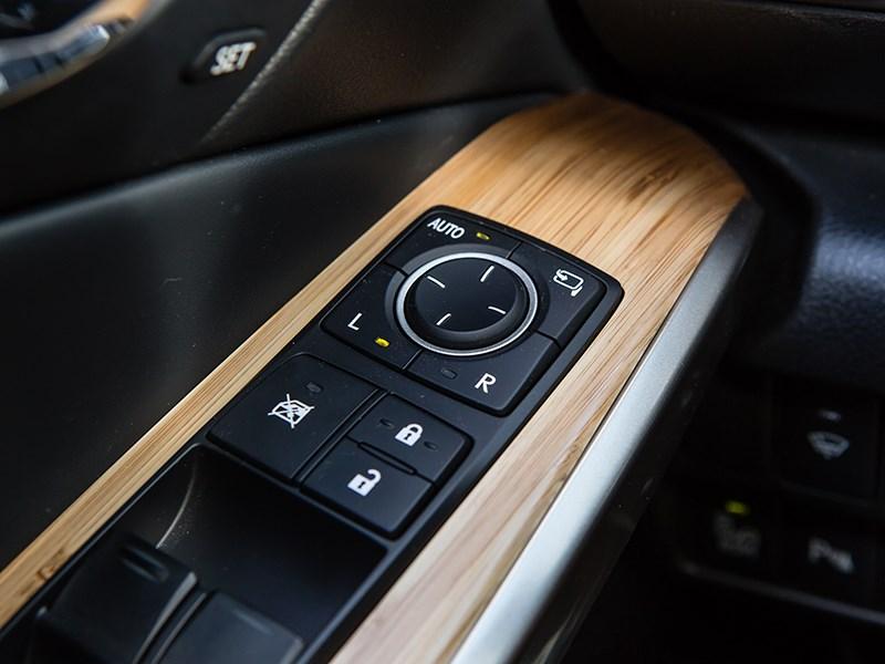Lexus IS 2014 подлокотник