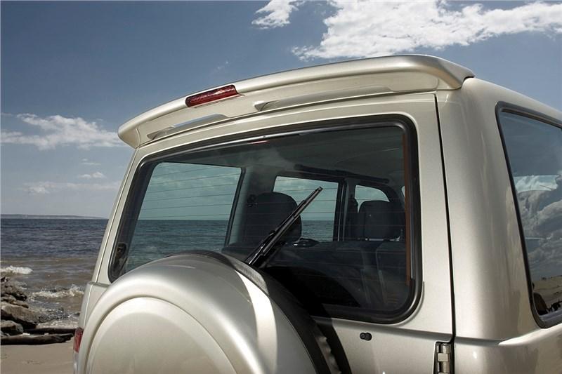 UAZ Patriot Sport 2008 спойлер на двери багажника и чехол запасного колеса