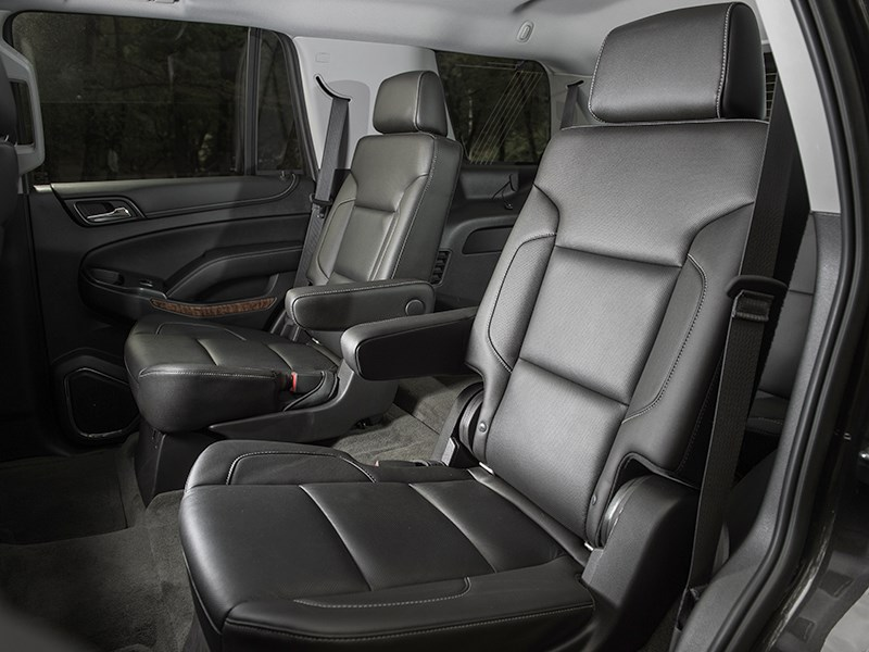 Chevrolet Tahoe 2015 кресла второго ряда