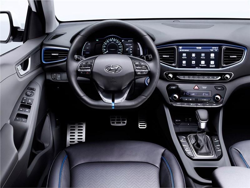 Hyundai Ioniq 2016 водительское место