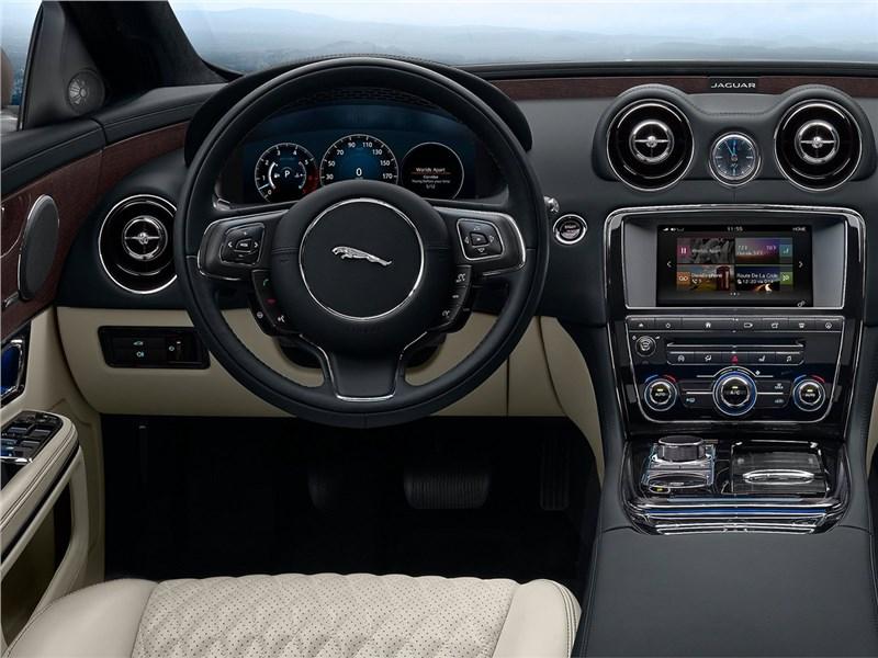 Jaguar XJ 2016 водительское место