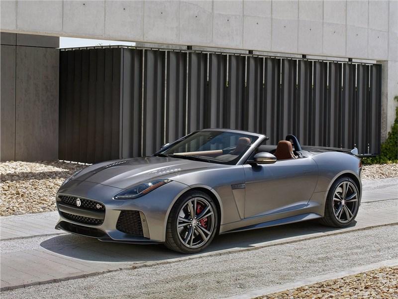 Jaguar F-Type SVR 2016 вид спереди сбоку