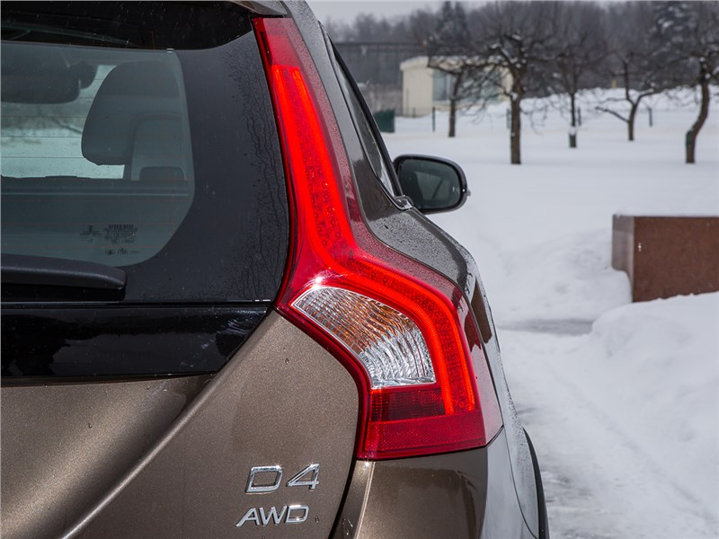 Volvo V60 Cross Country 2015 задний фонарь