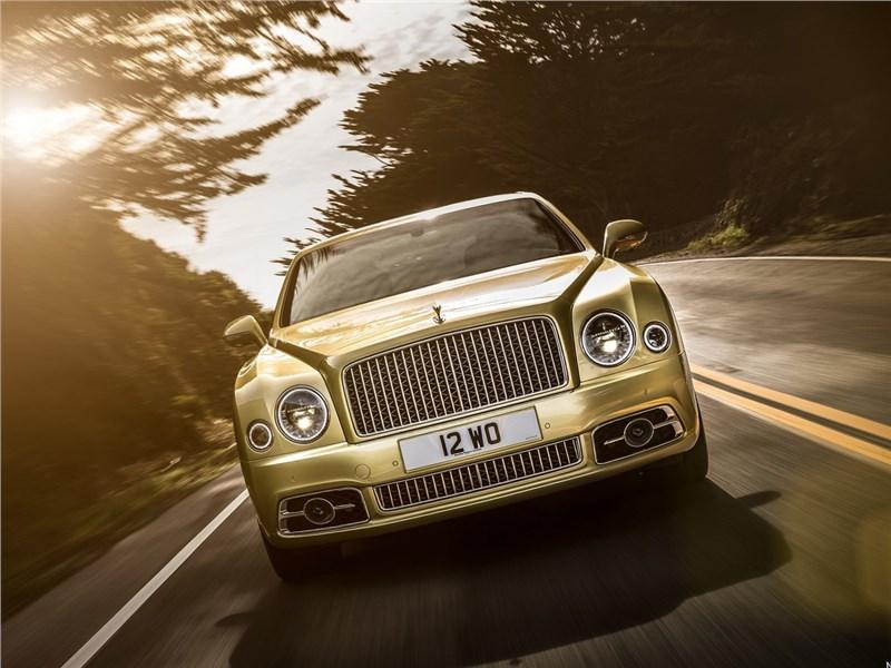 Bentley Mulsanne Speed 2017 вид спереди