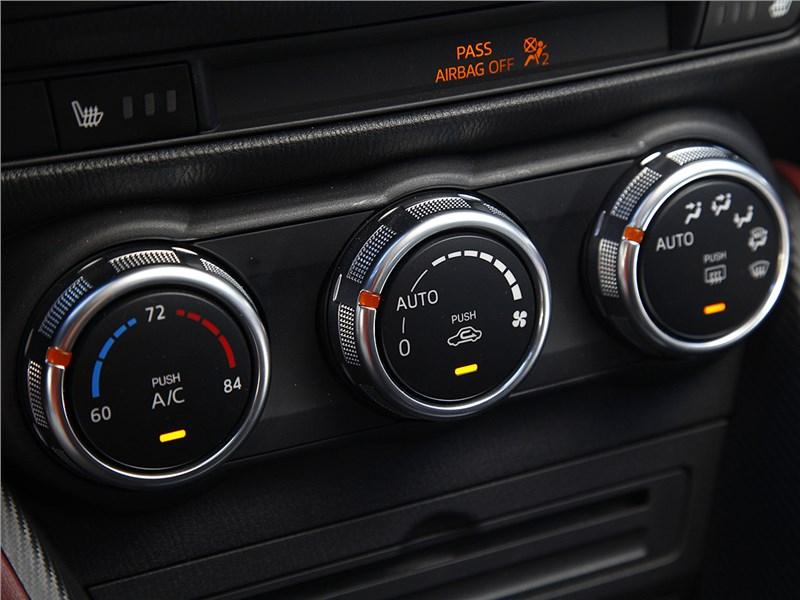 Mazda CX-3 2015 управление климатом