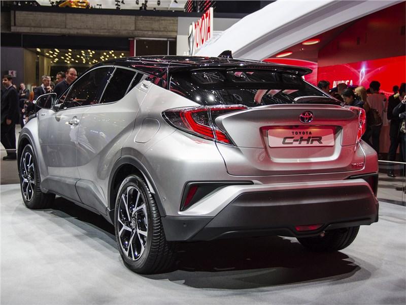 Toyota C-HR 2016 вид сзади сбоку