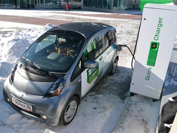 Электрокарам в Москве обустроят бесплатные парковки