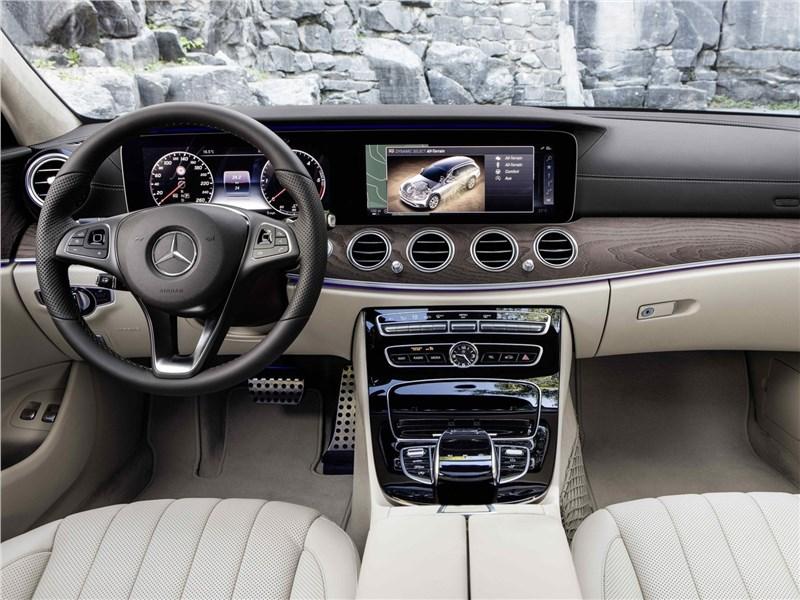 Mercedes-Benz E-Klasse All-Terrain 2017 водительское место