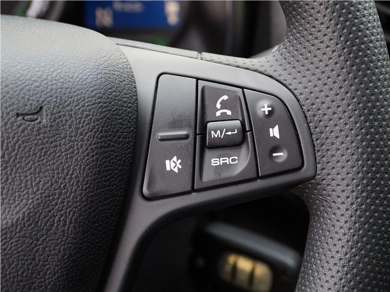 Lada XRay 2015 кнопки управления на руле
