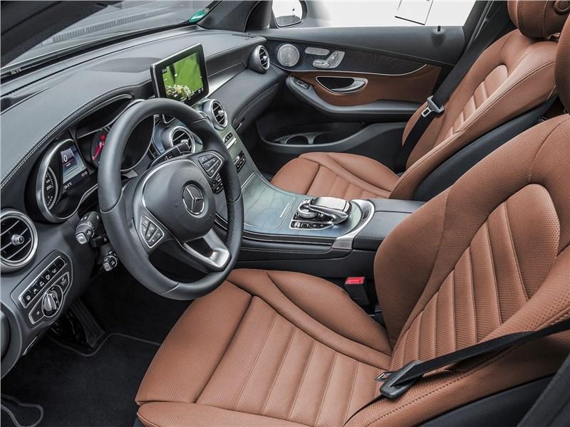 Mercedes-Benz GLC Coupe 2017 передние кресла