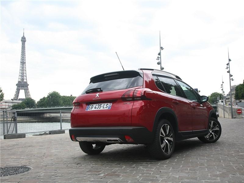 Peugeot 2008 2017 вид сзади