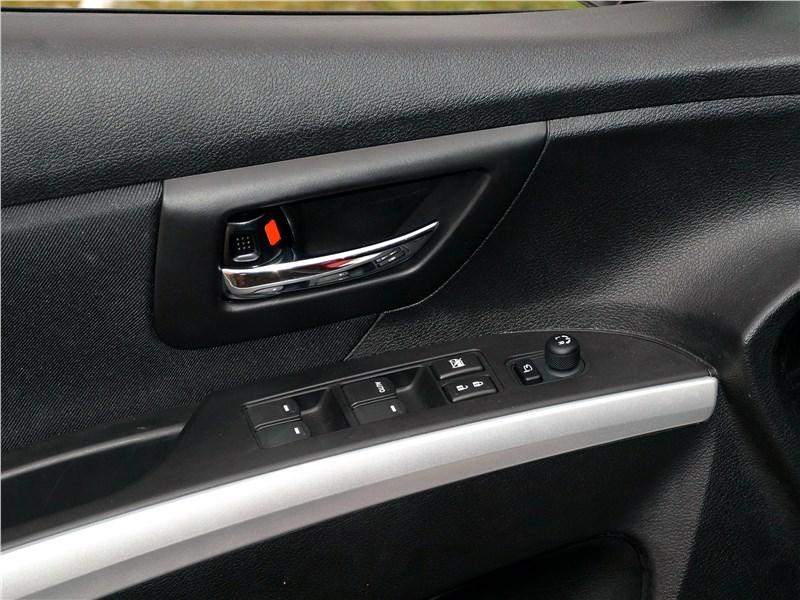 Suzuki SX4 2016 клавиши на передней двери