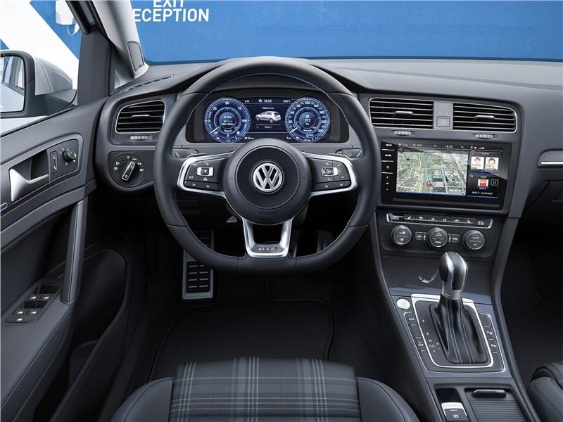 Volkswagen Golf 2017 водительское место