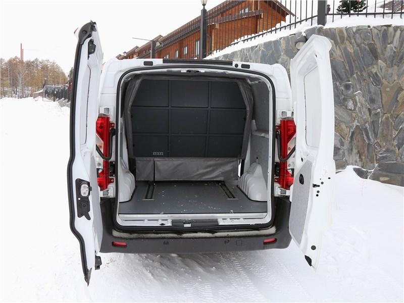 Peugeot Expert Profi Transformer 2014 вид сзади с открытыми дверями