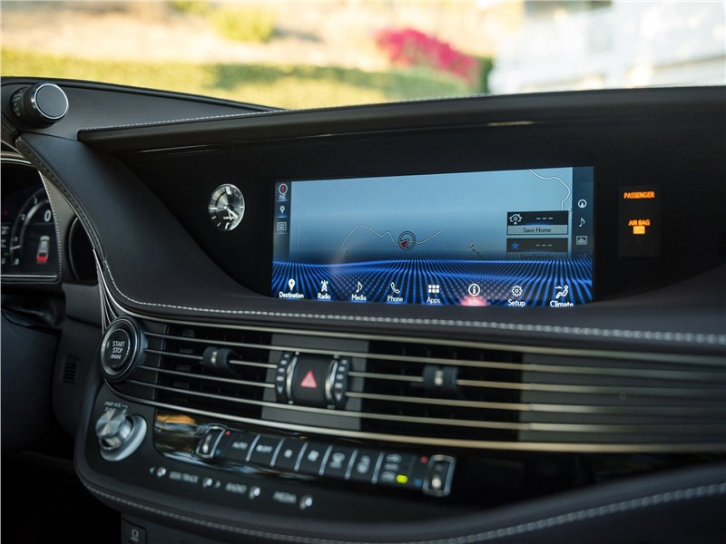 Lexus LS500 2017 центральная консоль