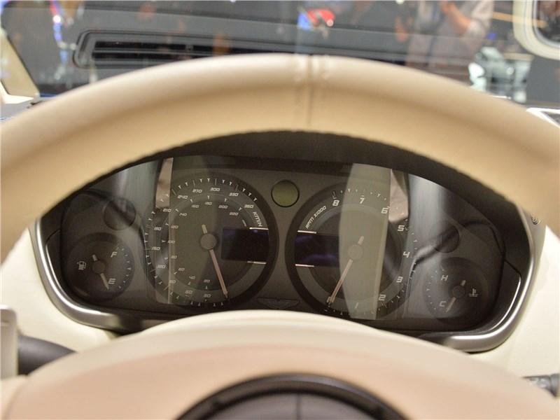 Aston Martin Vanquish S Volante 2017 приборная панель
